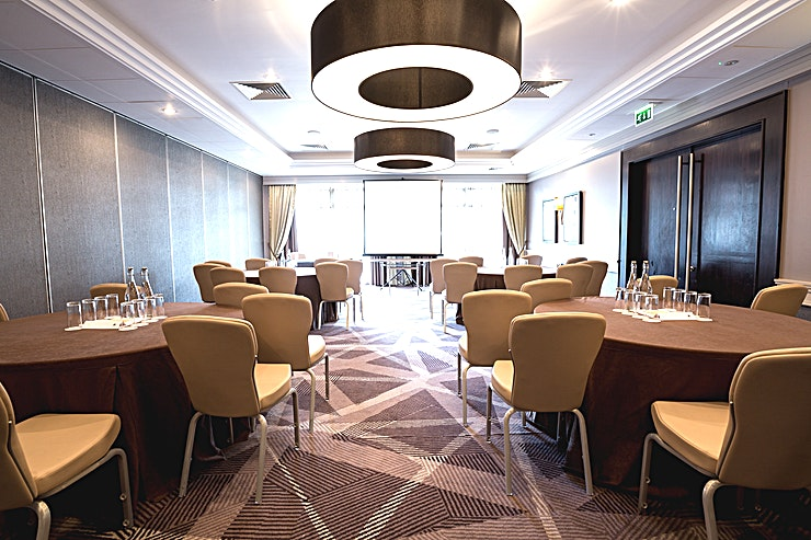 Perceval Suite **The DoubleTree Hilton - Ealing is a warm and inviting hotel that boasts an ideal location in the quiet suburb of Ealing, offering transportation links to both central London and Wembley Stadium.**  Our meeting rooms all feature natural daylight and we can host up to 300 Guests so host a meeting with us in one of our flexible meeting rooms or celebrate a special occasion in our attractive event Space. Let our professional banquet staff organize your dream wedding reception or important business event.